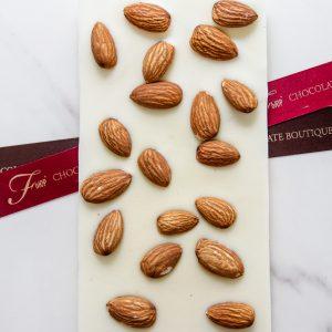 """околадная плитка из шоколада ручной работы """"ФЬЮР"""" с добавлением миндаля"""