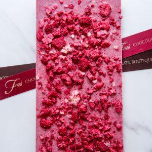 """Шоколадная плитка из шоколада ручной работы """"ФЬЮР"""" с добавлением натуральной малины."""