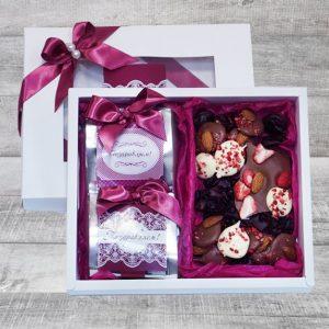 """Белоснежный презент для милых дам с ароматный чаем и бельгийским шоколадом """"Мечта"""""""