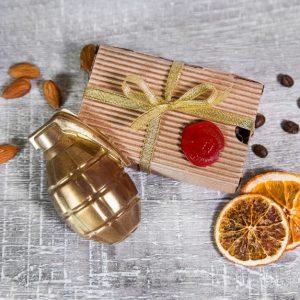 """""""Золотая граната"""" из шоколада в упаковке из крафта"""